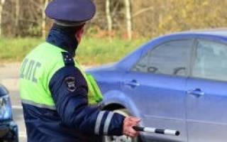 Должен водитель выходить при остановке инспектором