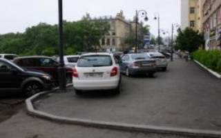Куда жаловаться, если во дворе парковка на тротуаре?