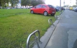 Парковка во дворе — в 2020 году, незаконная, штраф